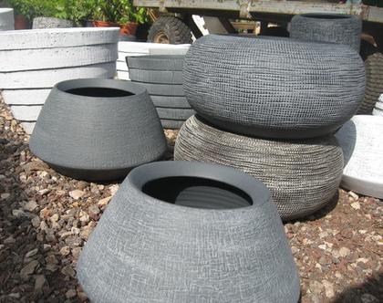 כלי חימר עגול אפור עם פסים דמוי בטון לשתילת צמחים