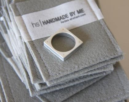 טבעת כסף ובטון | טבעת מרובעת | טבעת שכבות | כסף ואפור | טבעת מיוחדת |