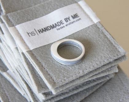 טבעת כסף ובטון | טבעת אליפסה | טבעת שכבות | כסף ואפור | טבעת מיוחדת |