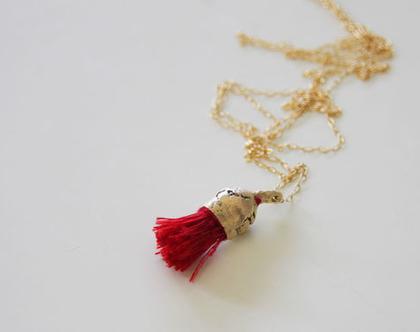 תליון מצופה זהב | תליון ארוך זהב וחוטים אדומים | שרשרת פרי אקפילטוס זהב | שרשרת בחמישה צבעים | שרשרת זהב עדינה | שרשרת מצופה זהב ארוכה