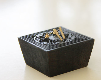 עגילי ענף | עגילים דקים | עגילי זהב | עגילים קלאסיים | עגילים צמודים | עגילים מאורכים | עגילים מיוחדים | עגילים מצופים זהב |