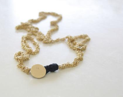 שרשרת מצופה זהב סרוגה | שרשרת סרוגה עם סוגר כפתור זהב | שרשרת מיוחדת | שרשרת זהב עדינה | שרשרת זהב ארוכה | שרשרת מצופה זהב ושחור |