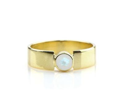 טבעת מון סטון - טבעת עדינה - טבעת אבן חן - טבעת אירוסין - טבעת מיוחדת מתנה