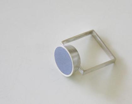 טבעת קונוס על טבעת מרובעת | טבעת סטייטמנט | כסף ואפור | טבעת גדולה