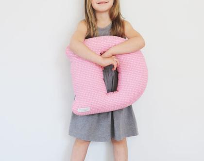 כרית נוי בצורת אות אנגלית - עיצוב חדר ילדים
