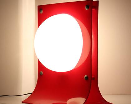 מנורת שולחן וינטאג׳ אדומה, מנורת ספייס אייג׳, מנורת שולחן מעוצבת