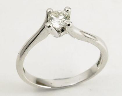 טבעת אירוסין | טבעת נישואים | טבעת טוויסט סוליטר יהלום בזהב 14 קאראט