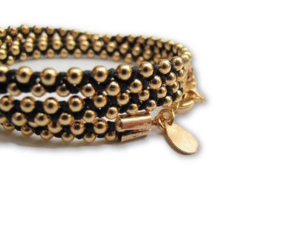 צמיד מלופף זהב ושחור/ צמיד שרשרת זהב וחוט שחור/ צמיד עבודת יד/צמיד מלופף לאישה/ צמידים מלופפים