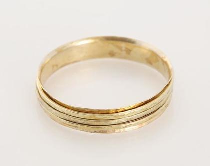 """צמיד רקוע רוחב 1.5 ס""""מ בשילוב שלשה חישוקים נעים חופשי בציפוי זהב"""