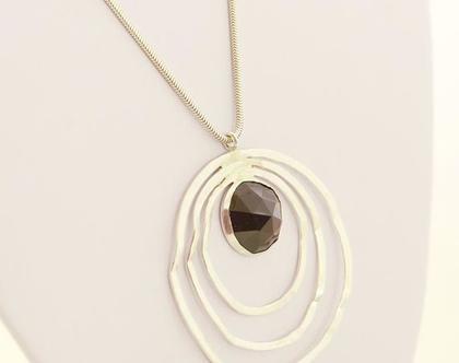 שרשרת שלשה עיגולים שטוחים בשיבוץ אבן אוניקס