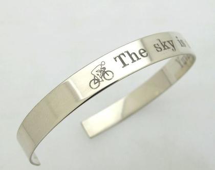 צמיד לגבר בעיצוב אישי - איש הברזל - טריאתלון מתנה - מתנה לגבר - צמיד עם הקדשה לגברים - Ironman Triathlon G מתנות צמידים בהתאמה אישית