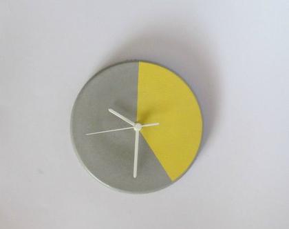 שעון קיר מעוצב מבטון -צהוב פסטל, שעון בטון, שעון קיר מבטון, שעון למטבח, שעון קיר לסלון, עיצוב הבית, שעונים דקורטיביים, שעון מעוצב, מתנה לבית
