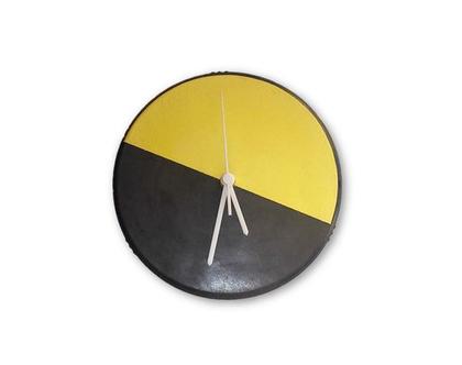 שעון קיר מעוצב מבטון שחור