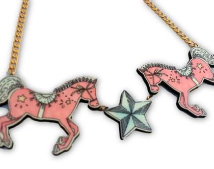 שרשרת סוסים מאוירים- שרשרת נוכחות- שרשרת מיוחדת - שרשרת קצרה- שרשרת לארוע