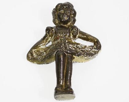 פסלון ילדה וינטאג׳ עשוי נחושת