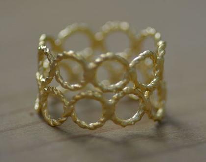 טבעת זהב, טבעת קלועה, טבעת מיוחדת, מתנה לחברה, טבעת ליום יום, טבעות ליומיום, טבעת עדינה, טבעת נישואין, סט טבעות, טבעת מידי, אפרת מקוב
