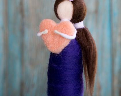 בובה מלובדת, לבבית, בובה עם קוקו, בובה בצבע כחול ולבן, עבודת יד, מתנה לחברה, מתנה לאמא