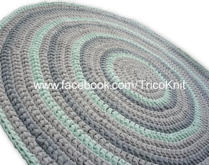 שטיח עגול סרוג בגווני אפור, שמנת וירוק מנטה בקוטר 1.20 מטר