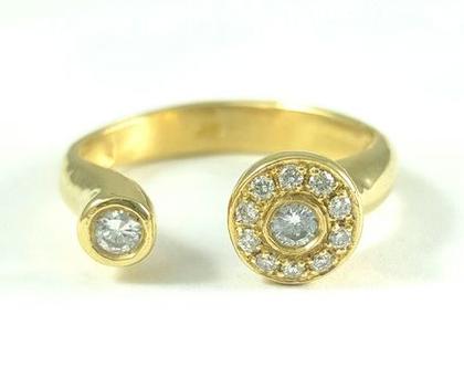 טבעת זהב משובצת - טבעת משובצת יהלומים - טבעת אירוסין מיוחדת - טבעות זהב - מעצבת תכשיטים