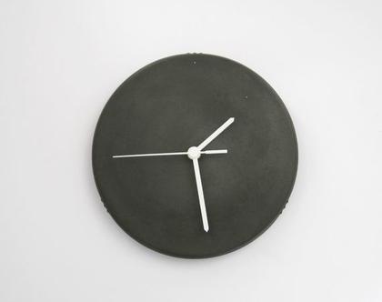 """שעון קיר מבטון שחור 20 ס""""מ קוטר, שעון קיר לבית, שעוני קיר, שעונים מעוצבים, שעון קיר למשרד, מתנה לבית, שעון לסלון, שעון קיר למטבח, מתנה לחג,"""