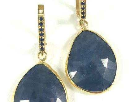 עגילי זהב משובצים | עגילי ספיר | עגילים יחודיים עם אבני חן | אורה דן תכשיטים | מעצבת תכשיטי זהב | תכשיטים בתל אביב | עגילים בעיצוב אישי |