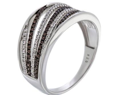 טבעת קוים אלכסונים משובצת