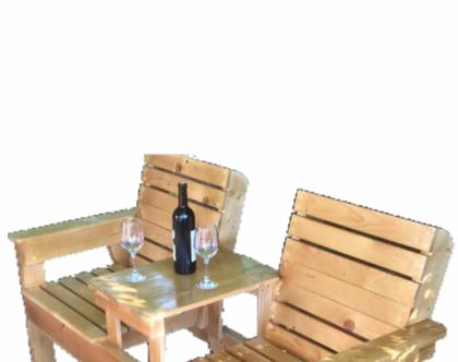 ספסל זוגי רומנטי רהיט מושלם לחצר הבית
