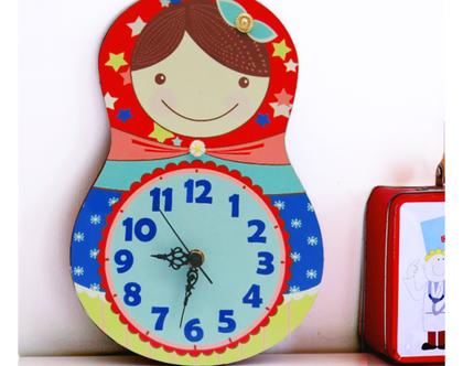 שעון קיר מעוצב/עיצוב חדרי ילדים/בבושקה מעץ/ אדום כחול