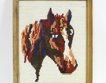 גובלן סוס ממוסגר, תמונה של סוס