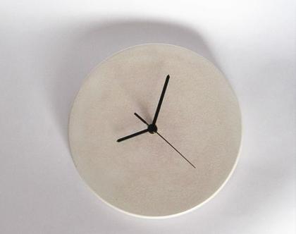 שעון קיר בטון בגימור דמוי אבן, שעון קיר מבטון, שעון מיוחד, שעון בעבודת יד, שעון דקורטיבי, שעוני קיר מבטון, שעונים לקיר, מתנה לבית, מתנה למשר