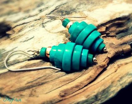 עגילי טורקיז טבעי וזהב מעוצבים לאישה. תכשיטים אנרגטיים