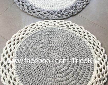 """שטיח סרוג שמנת ואפור בקוטר 90 ס""""מ"""
