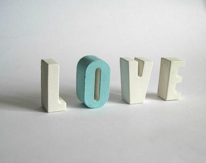 אותיות LOVE מבטון לבן