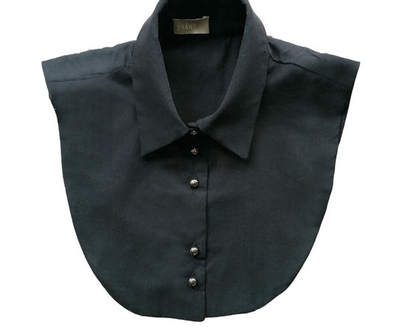 """צווארון """"עדי"""" שחור   חולצה מכופתרת   בגדים לעורכות דין   חולצה שחורה   מתנה  """