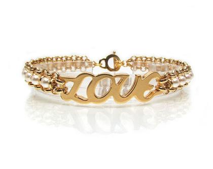 צמיד מונוגרמה, צמיד LOVE, צמיד אהבה, צמיד זהב, צמיד פנינים, צמיד מתנה, צמיד עבודת יד