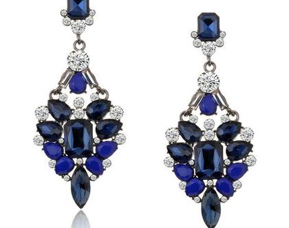 עגילי ערב מעוצבים בשיבוץ אבנים בגווני כחול ושקוף