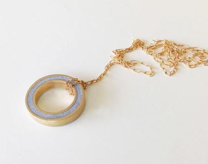 תליון עגול במילוי בטון | תליון כפתור זהב ארוך | שרשרת ארוכה בציפוי זהב | שרשרת עגולה ארוכה | שרשרת קלאסית מצופה זהב