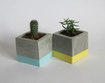 זוג עציצי בטון מרובעים- טורקיז וצהוב פסטל, מתנה לבית, מתנה לחג, מתנה לעובדים, אקססוריז לבית, עיצוב הבית, מתנה למשרד, עיצוב המשרד, עציץ מעוצב