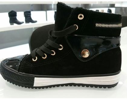 נעליים ספורטיביות שחורות, נעליים שחורות מיוחדות,