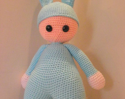 בובות סרוגות- תינוק עם כובע אוזני ארנב