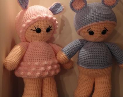 בובות סרוגות - גדולות, ילד עם כובע אוזני דובי וילדה עם כובע אוזני כבשה ושמלה