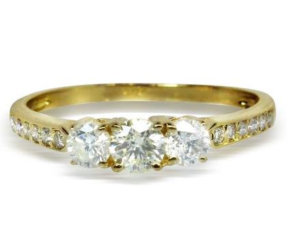 טבעת אירוסין 3 אבנים, טבעת יהלומים 3 אבנים -0.65 קראט משובצת בזהב 14K