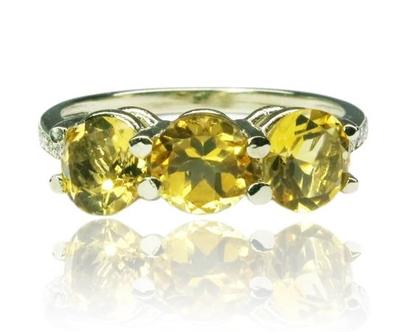 טבעת שלוש אבנים משובצת סיטרין ויהלומים 0.07CT