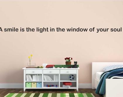 A smile is the light in the win   מדבקות קיר לבית   מדבקת קיר לעיצוב הבית  מדבקות קיר לחלל הבית   מדבקת קיר לחדר ילדים   מדבקת קיר לחדר נוער