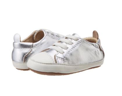 נעלי סניקרס צעד ראשון