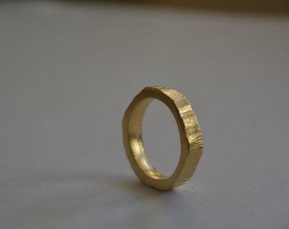 טבעת נישואים, טבעת זהב, טבעת מנוסרת עבה, טבעת לגבר, טבעות לגבר, טבעת נישואין, טבעת עבה, טבעת מעוצבת, טבעת יוניסקס, סט טבעות, מתנה לאישה