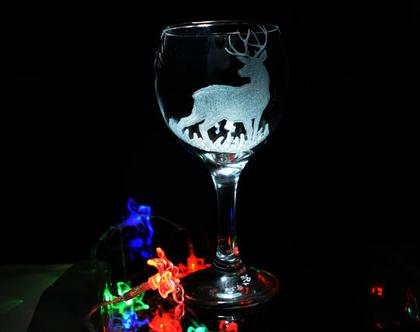 כוס יין צבי לחג מולד שמח, כוס זכוכית, עבודת יד, חריטה אישית, חריטה אומנות בעבודת יד בזכוכית וקריסטל