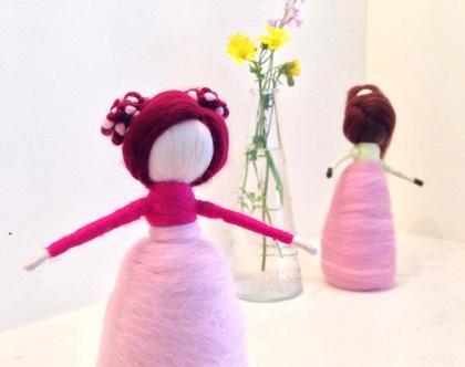 בובה ורודה עם גולגוליות, מלובדת בעבודת יד, מתנה לאישה