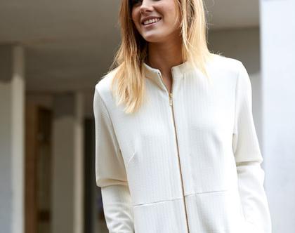 אזלה מהמלאי !שמלה שניתן ללבוש גם כגקט , עם רוכסן דו צדדי , עם כיסי דמוי כפפה , באורך מושלם ,מתאימה עד מידה 44