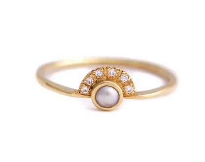 טבעת אירוסין עם פנינה ויהלומים